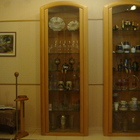 Шкафы -витрины для гостиной из натурального дерева