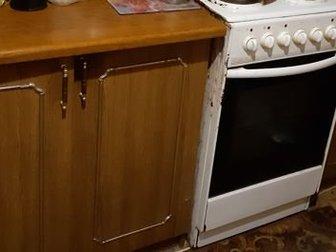Кухонный гарнитур из 6-ти предметов,  Длина 2м,  Низ: мойка, стол, стол с ящиками,  Верх: шкаф с сушилкой для посуды, шкаф со стеклами, узкий шкаф с полкой, в Бийске