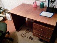 Продам письменный стол Продам письменный стол в хорошем состоянии, торг уместен.