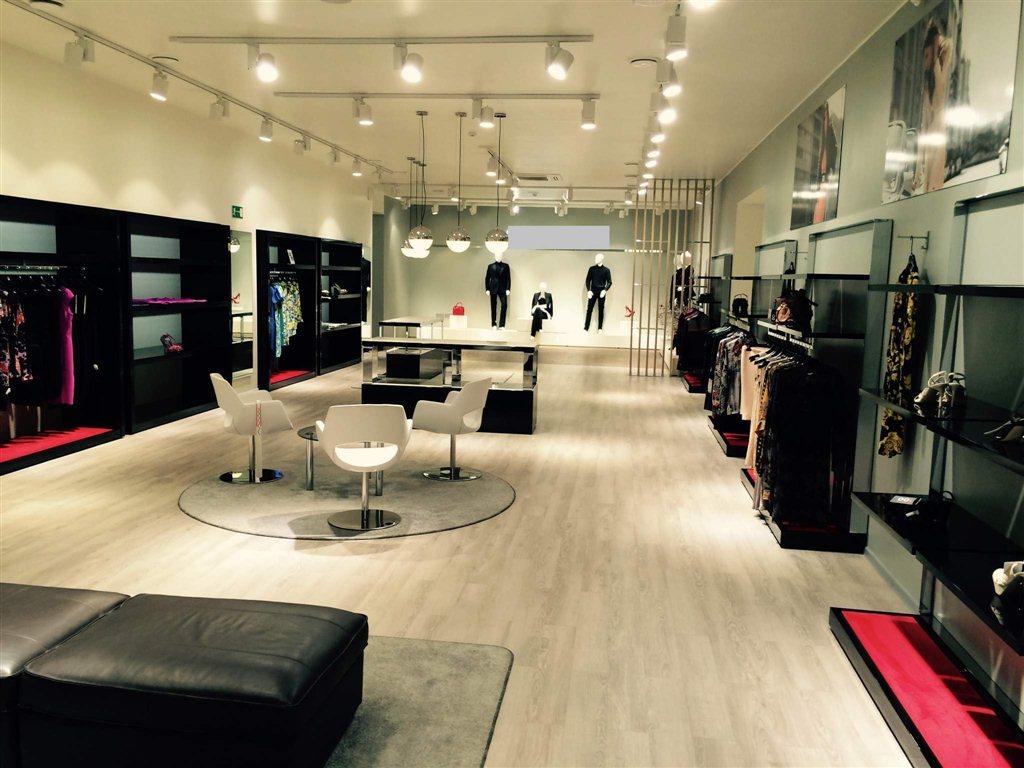 4366007f1cc Продам торговое оборудование для магазина одежды (Италия) - объявление  N32987622