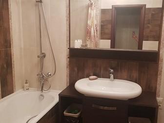 Предлагаем к продаже просторную 3 комнатную квартиру, кухня-гостиная и три отдельные комнаты, два санузла, две очень большие лоджии по 12 кв, м,  с французским остеклением, в Хабаровске