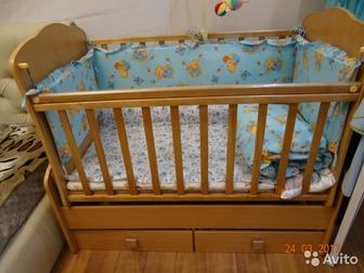 детская кроватка с маятником, 2 выдвижных ящика, бортики 4шт, одеяло и подушечка,кроватка новая, ребенок почти и не спал в ней,габариты 1335*680*1140мСостояние: в Ижевске