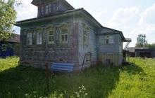 Бревенчатый дом с баней, в жилом селе, 210 км от МКАД