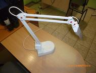 Настольная лампа Продаю настольную лампу, цвет белый
