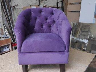 Маленькое, компактное кресло, выполненное в технике каретная стяжка идеально впишется в любое небольшое помещение,  Размеры кресла: длина 68см, глубина 70 см, в Красноярске