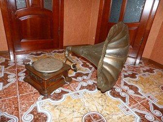 Смотреть foto Антиквариат Продам старинный Граммофон 34520593 в Москве