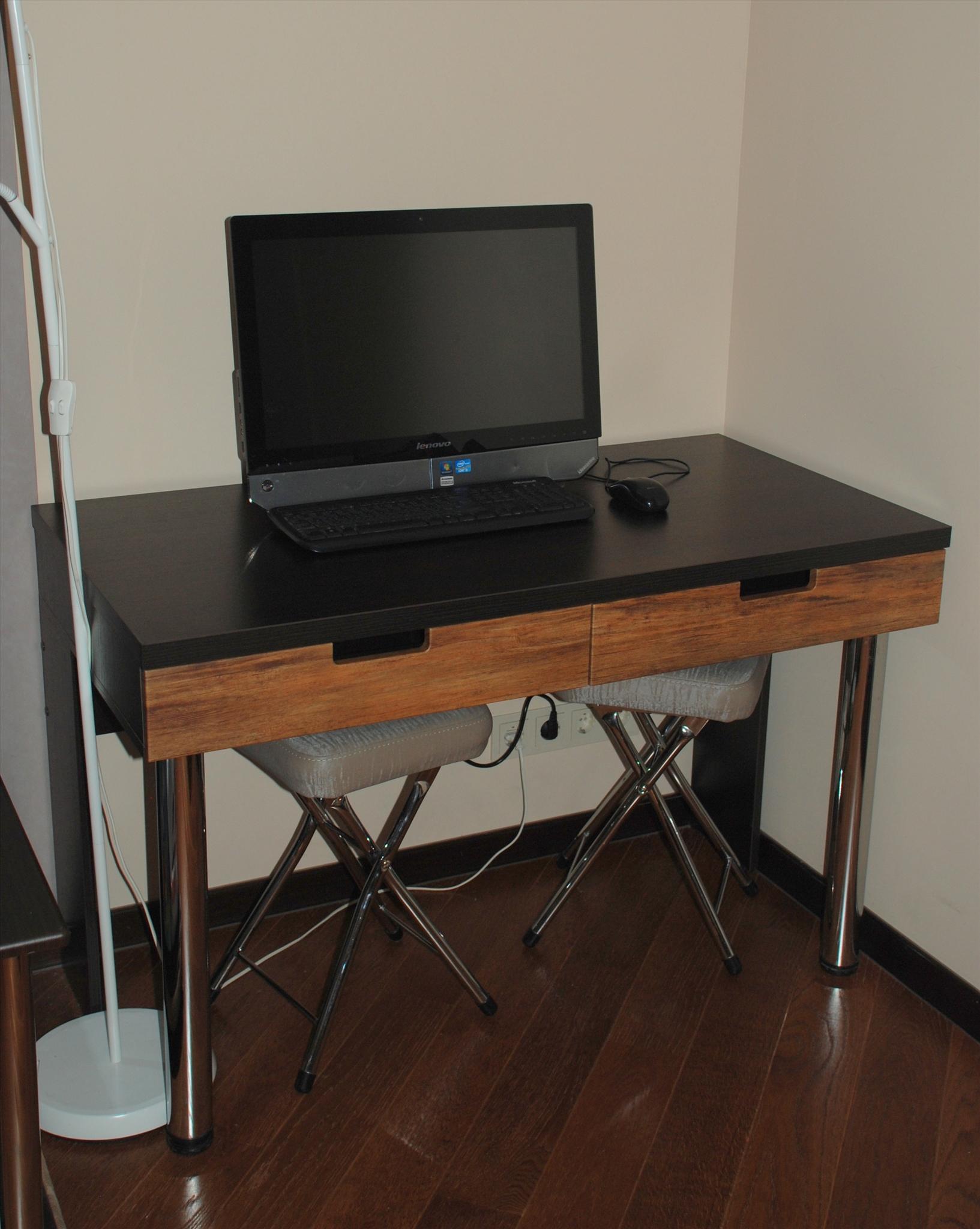 Купить компьютерный столик на заказ в интернет магазине на Я.