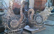 Скульптура из металла Два лебедя