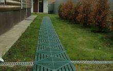 Плитка для быстрого и самостоятельного монтажа дорожки на даче
