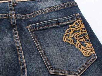 Смотреть фото Мужская одежда Джинсы Versace Medusa Jeans 32569211 в Москве