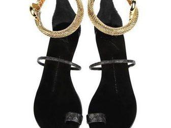 Увидеть фото Женская обувь Босоножки Giuseppe Zanotti Snake 32814666 в Москве