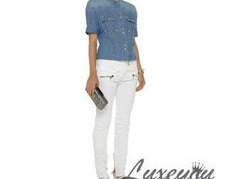 Скачать бесплатно foto Женская одежда Джинсы женские Pierre Balmain White 33292753 в Москве