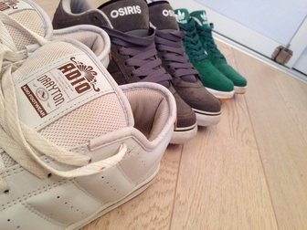 Новое фото Мужская обувь Три пары кед 44, 5-45р 33604932 в Москве