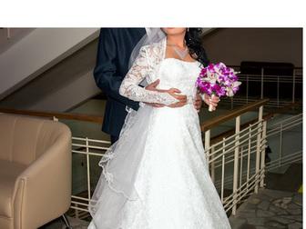 Увидеть foto Свадебные платья Продаю шикарное свадебное платье 39624249 в Москве