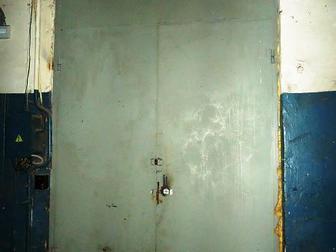 Лот: 84103871,  Теплое сухое помещение с окнами, находится внутри теплого капитального строения,  Можно использовать как склад или мастерскую, собственник предоставляет в Москве
