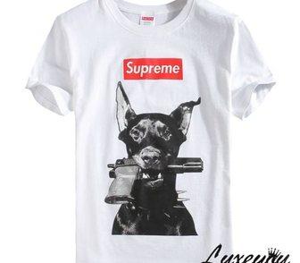 Фото в Одежда и обувь, аксессуары Женская одежда Стильная футболка с принтом собаки с пистолетом в Москве 2900
