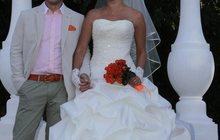 Шикарное свадебное платье со шлейфом цвета Айвори