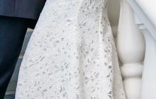 Силуэтное кружевное платье