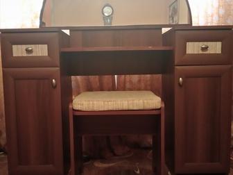 Просмотреть фото  Продам шкаф и туалетный столик 36916748 в Новосибирске