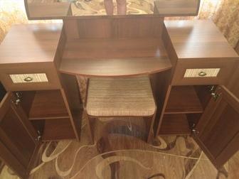 Увидеть foto  Продам шкаф и туалетный столик 36916748 в Новосибирске