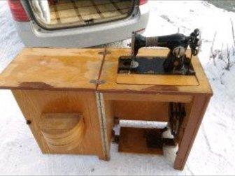 Старинная, рабочая швейная машина,  Есть инструкция в Новосибирске