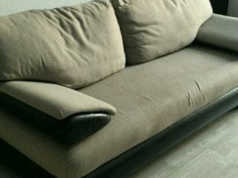Продам диван в хорошем состоянии, 4 подушки в Новосибирске