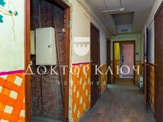 Предлагаем в продажу торговое помещение в цокольном этаже административно-жилого здания,  -Высокий цоколь с окнами,  -Отдельный вход,   -Хорошее состояние,   Помещение в Новосибирске