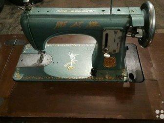 Продам швейную машину Летающий человек, Китай,1955 года выпуска, Исправна, шьёт всё, C Деревянным корпусом-столом для складывания и ящиками для швейной мелочевки, в Новосибирске