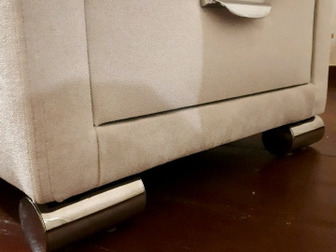 Новые,  Тумбочки каждая отдельно,  Состояние идеальное,  Покрытие тканевое, плюшевое,  Цвет - слоновая кость, светлый беж (OrmaSoft-2 Лофти Лён),  Ящики с доводчиками, в Новосибирске