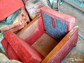 Пережило многое и ремонт в квартире,  Механизм на отлично,  Само кресло очень крепкое и не тяжелое,  Колесиков уже нет, но могу поставить,  Обшивка грязная, но животных в Новосибирске