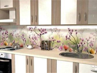 Кухонный фартук — это не только декорирование пространства между шкафами, но и создание покрытия не восприимчивое к загрязнениям Не все материалы соответствуют в Новосибирске