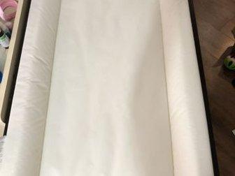 Большой пеленальный стол с полками вместительными, матрасик икеа с накидкой, К столику в подарок икеа контейнеры!Состояние: Б/у в Новосибирске