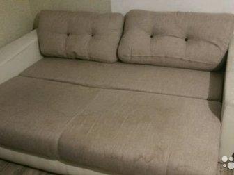 Хороший диван,  Приятная красивая ткань в ремесленном стиле,  Такой же тканью обшиты подушки,  Можно ею обшить подлокотники,  Забирать в первомайском районе, микрорайон в Новосибирске