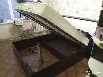 продам новую кровать,  брали за 23 тыс вместе с матрасам и продаем вместе с матрасом чутка за эти месяца потерся белый матрас размер 1600 на 2000м без торга в Новосибирске