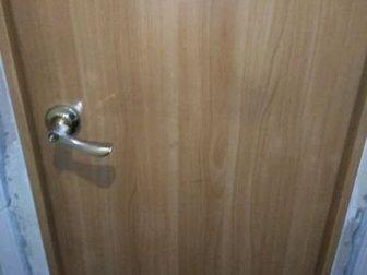 Двери 2 шт,  Б/У,  Вместе с коробкой,   В нормальном состоянии, на одной двери есть косячок не большой,  Ширина полотна 60см,  Цена за две двери,  Самовывоз,  Затулинка, в Новосибирске