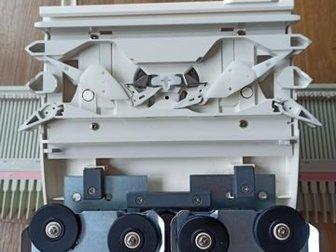 Продаю пластиковую вязальную машину Brother KH-395, трансформер за счёт сменных отбойных зубьев 3 /5 класс, иглы усиленные,  Совсем новая!Игольница машины расширена в Новосибирске