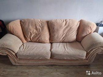 Продам диван и кресло б/у в хорошем состоянии,  Диван раскладывается, удобный,  Причина продажи: меняем интерьер и продаем за ненадобностью,  Есть возможность продажи в Новосибирске