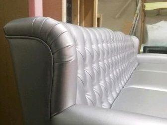 Продам новый дизайнерский диван честер в дорогой экокоже, предназначенной для использования в общественном месте,  Продажа в связи ошибкой в заказе,  Ширина 1,9 в Новосибирске