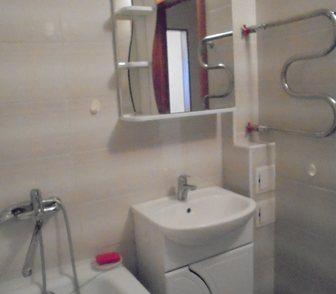 Фото в Недвижимость Продажа квартир Дом удачно расположен внутри квартала и огражден в Новосибирске 2350000