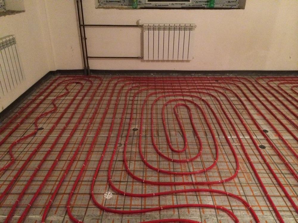 Отверстия в полу каркасного дома для водопровода