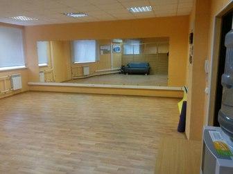 Просмотреть foto Коммерческая недвижимость Почасовая аренда зала в центре Рязани 37410335 в Рязани