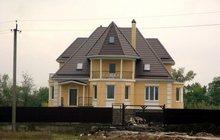 Дом в пригороде на берегу