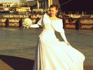 Свадебное платье Продается свадебное платье. Очень красивое пышное. Размер 44-46