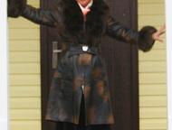 Пальто кожаное с меховым воротником Роскошное кожаное пальто элегантного стиля,