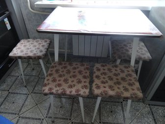 Скачать бесплатно фото Кухонная мебель стол кухонный,4 табуретки, 33132133 в Саратове