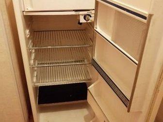 Холодильник старый но работает все хорошо в Сосновом Боре