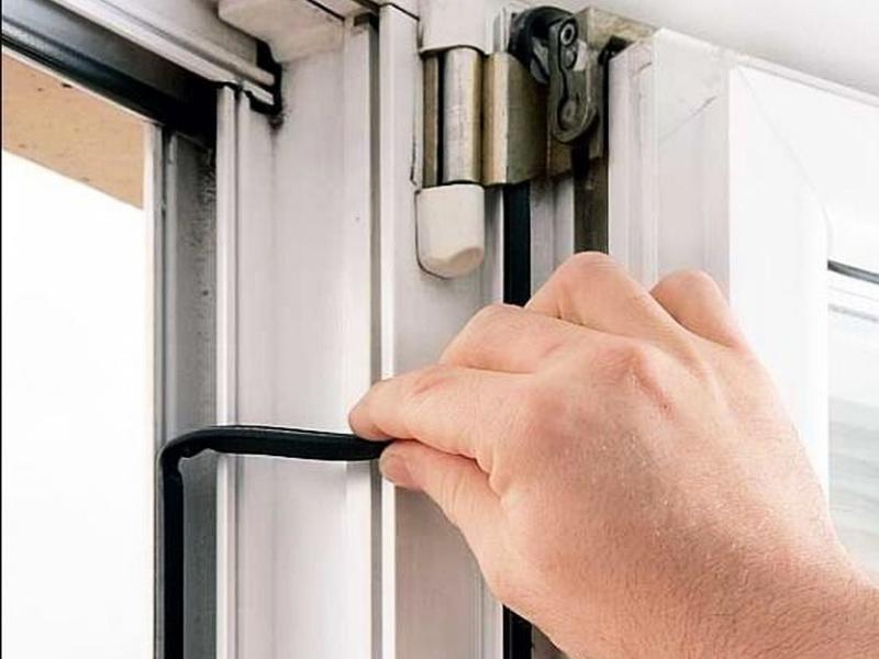 Регулировка прижима пластиковой балконной двери своими рукам.