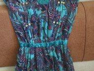 Платье - сарафан Цвет бирюзовый с павлиньими перьями. резинка на поясе, украшени