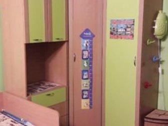 1) Детский шифонер угловой (122 ? 130, глубина шкафа 40см, ) состоит из трёх частей боковые части можно менять местами, 2) Навесной шкаф (138 ? 30)3) Напольная полка в Уфе