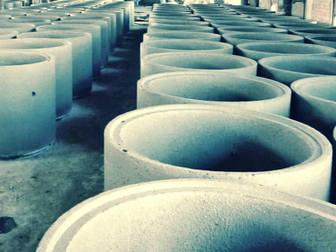 Скачать фотографию  Предлагаем полный ассортимент ж/б изделий для строительства колодцев 39565189 в Выборге